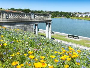 Knap Lake and Gardens