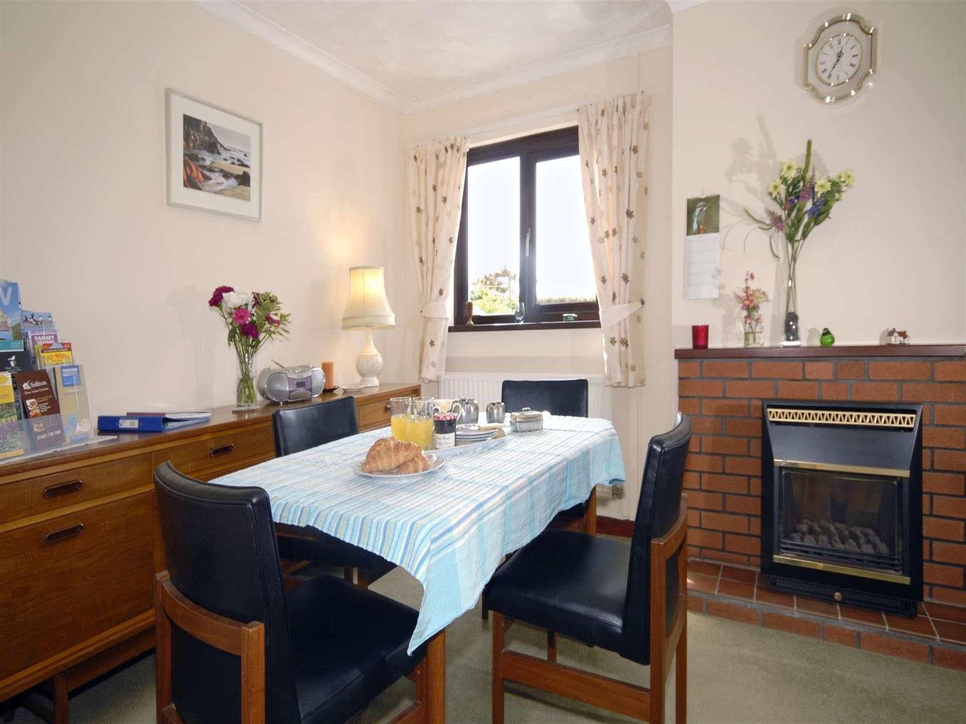 St Davids holiday home with open plan dining sitti