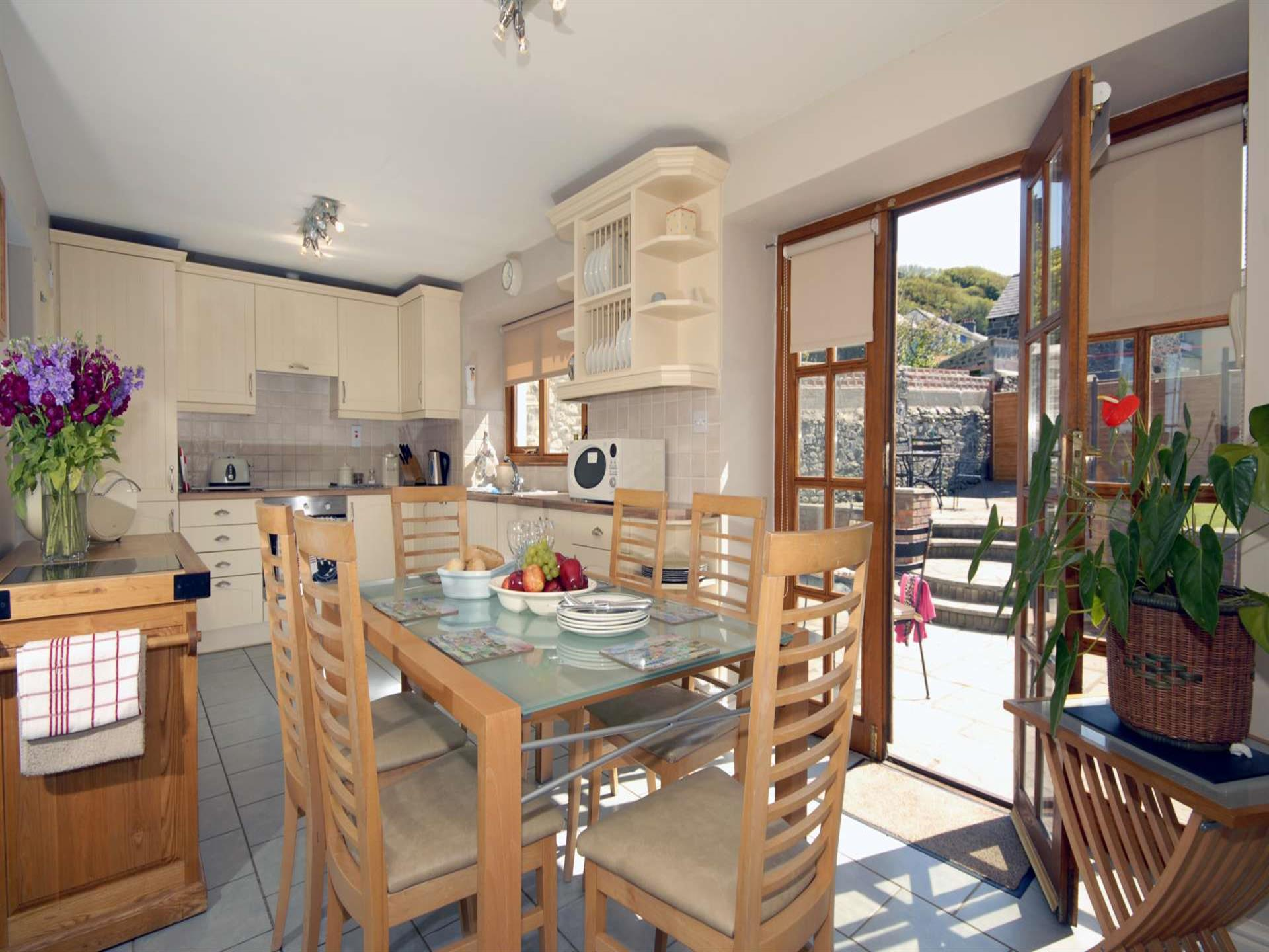 Self-catering cottage Aberaeron - luxury kitchen/d