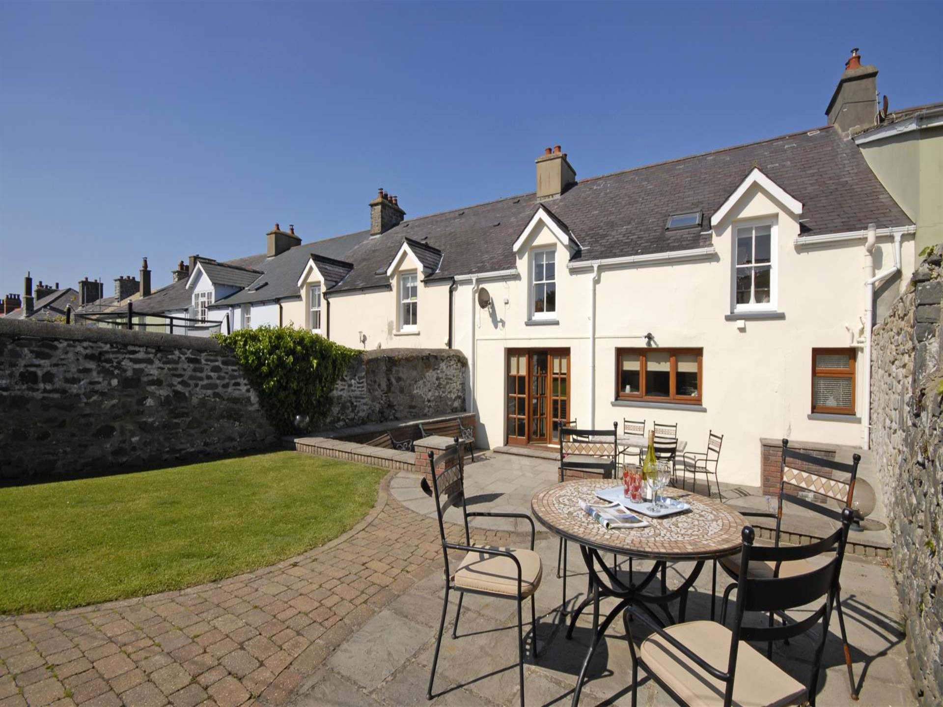 Holiday cottage Aberaeron with  enclosed garden -
