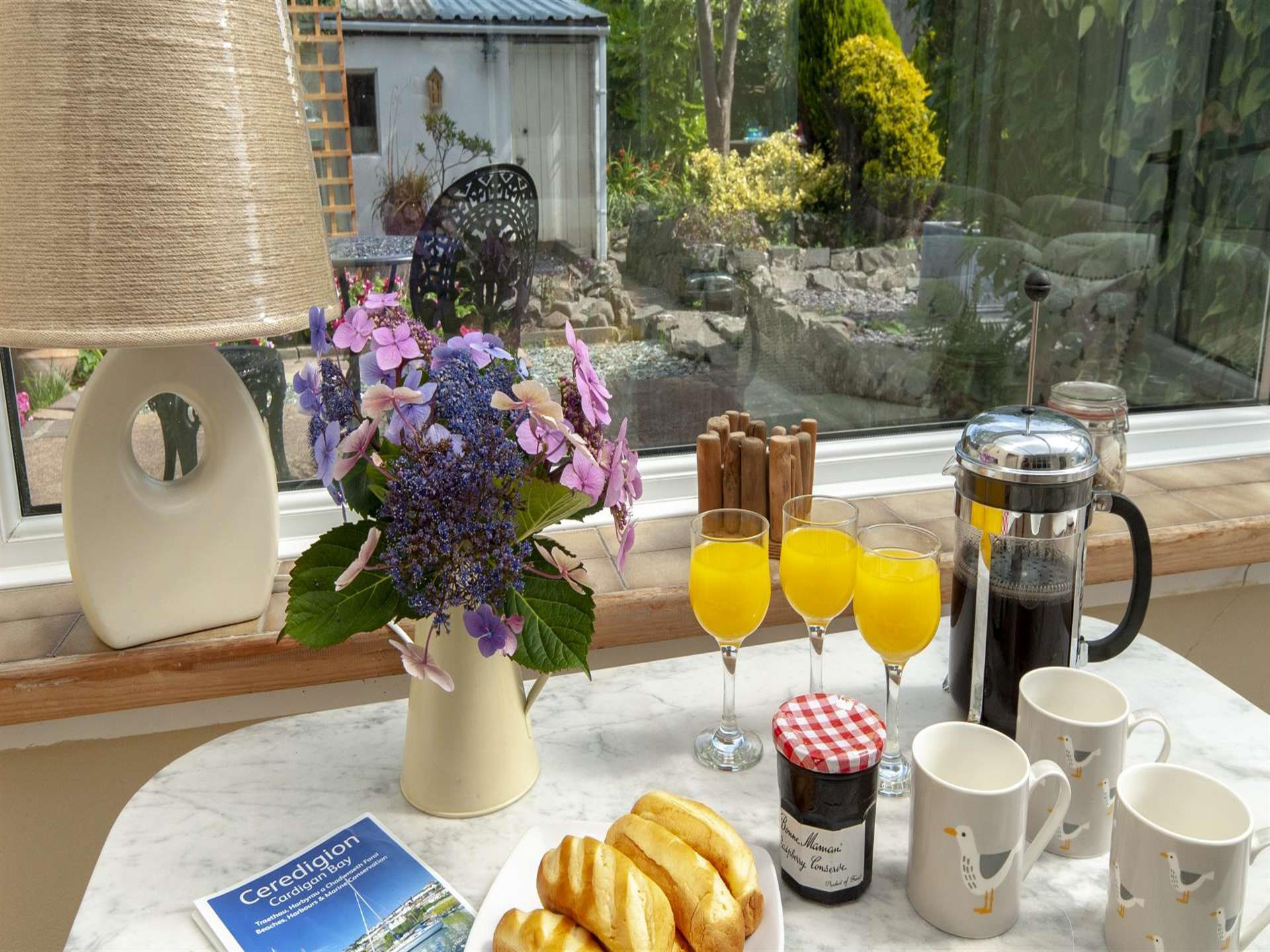 Breakfast in Aberaeron holiday home conservatory
