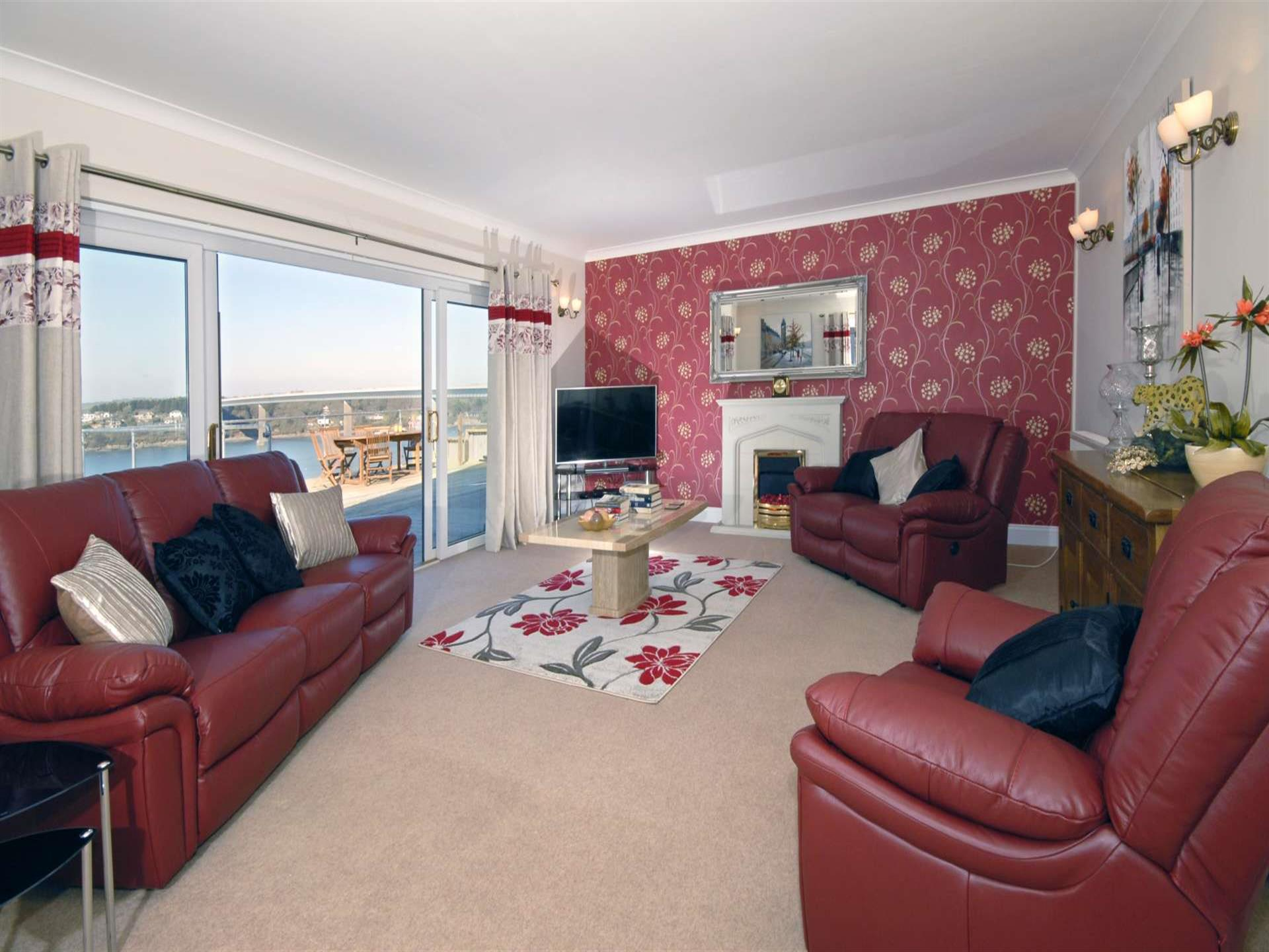 Pembrokeshire family holiday home near the coast -