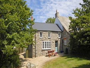 Pembrokeshire cottage near the coast - gardens and