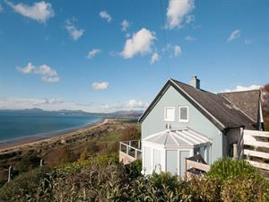 Coastal holiday cottage with panoramic sea views i