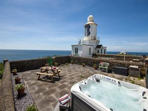 Dale holiday cottage with hot tub on the terrace o