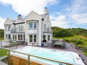 Llanlliana House, terrace and hot tub